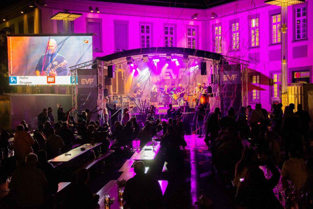 Mobile Bühne vor dem Rathaus in Göppingen beim Stadtfest 2019